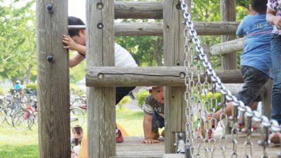 吊り輪の遊具