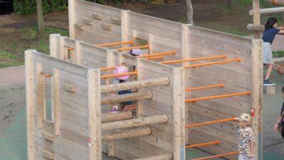 木製遊具安全マット敷